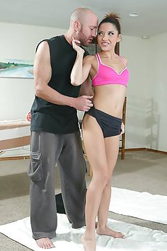 Evilyn Fierce Yoga Fuck and Facial
