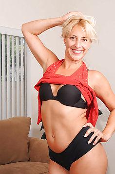 Horny Hot Wife Andi Roxxx